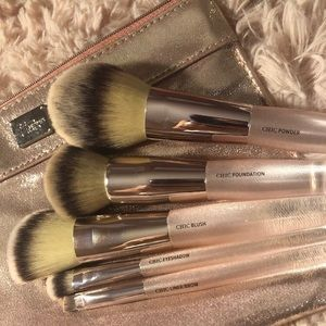IT Chic in the city brush set